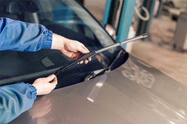 車のワイパー交換は簡単!ゴムやブレードの選び方と替え方を徹底解説
