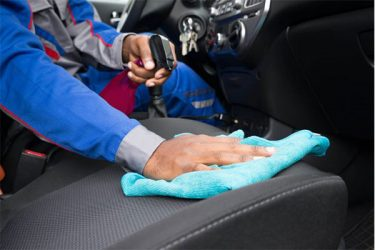 車のシートクリーニング保存版!業者からセルフまで徹底解説